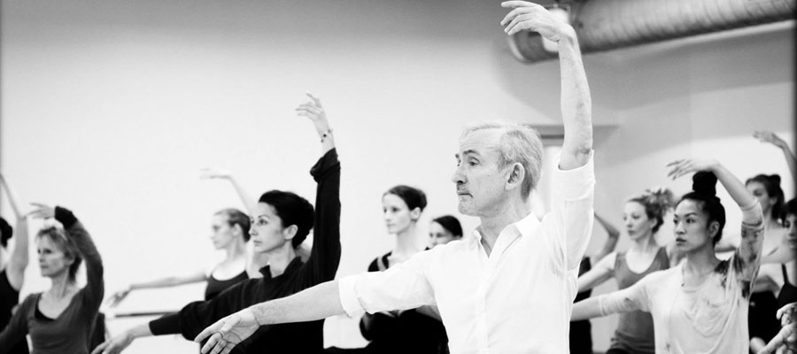 Dive into the fascinating world of ballet in Paris